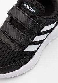 adidas Performance - TENSAUR RUN UNISEX - Hardloopschoenen neutraal - core black/footwear white - 5