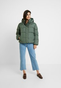 GAP - V-MIDWEIGHT NOVELTY PUFFER - Winter jacket - cool olive - 1