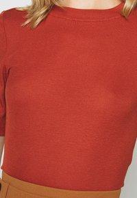 Noisy May - NMHENLEY SLEEVE CROPPED - Basic T-shirt - burnt henna - 4