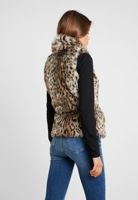 ONLY - ONLMILEY WAISTCOAT - Veste sans manches - pumice stone - 2