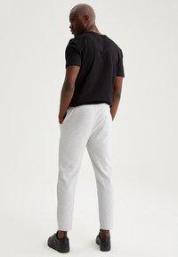 DeFacto - Pantaloni sportivi - grey - 2