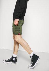 Alpha Industries - KEROSENE PATCH - Shorts - dark olive - 3