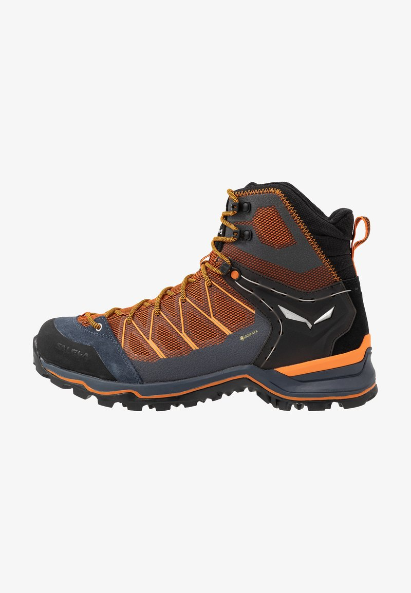 Salewa - MTN TRAINER LITE MID GTX - Hikingschuh - black out/carrot