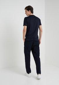 Emporio Armani - 2 PACK - T-shirt basique - dark blue - 2