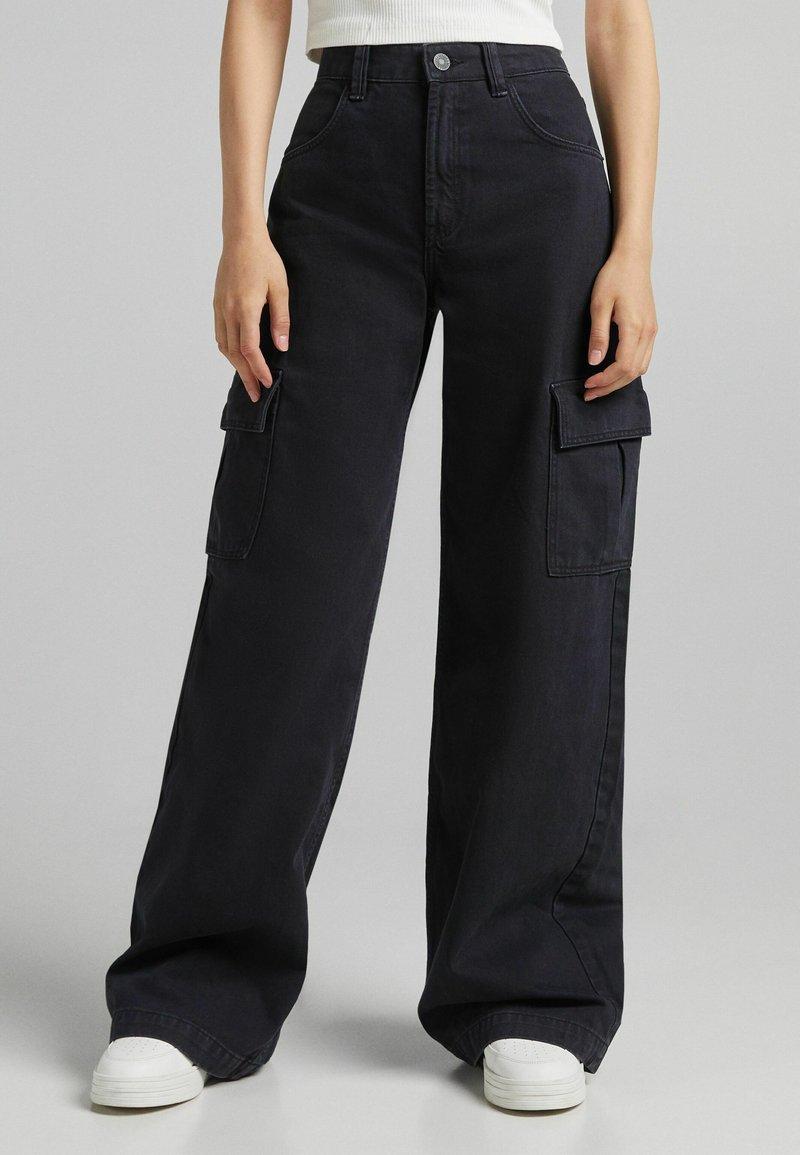 Bershka - Pantaloni cargo - black
