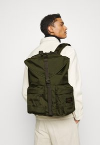 Filson - RIPSTOP BACKPACK - Batoh - surplus green - 0