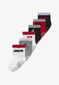 Jordan - LEGACY INFANT ANKLE 6 PACK - Sportsokken - gym red - 2