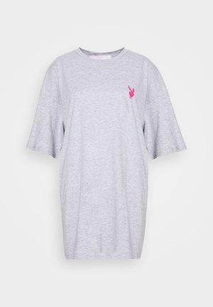 PLAYBOY MISSION STATEMENT OVERSIZED T SHIRT DRESS - Sukienka z dżerseju - grey