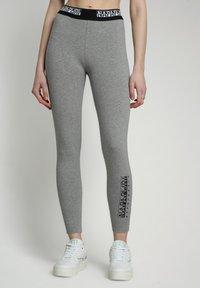 Napapijri - M-BOX LEGGINGS - Leggings - Trousers - medium grey melange - 0
