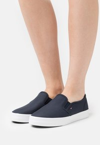 Tommy Hilfiger - ESSENTIAL NAUTICAL - Trainers - desert sky - 0