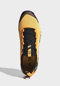 adidas Performance - TERREX SPEED TRAIL RUNNING SHOES - Obuwie do biegania Szlak - gold - 2
