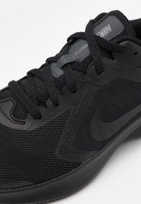 Nike Performance - DOWNSHIFTER - Neutral running shoes - black/anthracite - 5