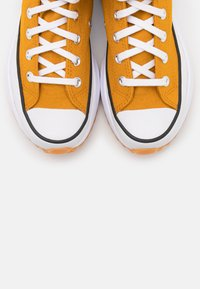 Converse - RUN STAR HIKE - Zapatillas altas - saffron yellow/white/black - 3