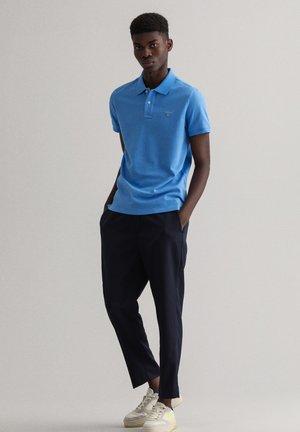 REGULAR FIT - Polo shirt - hellblau