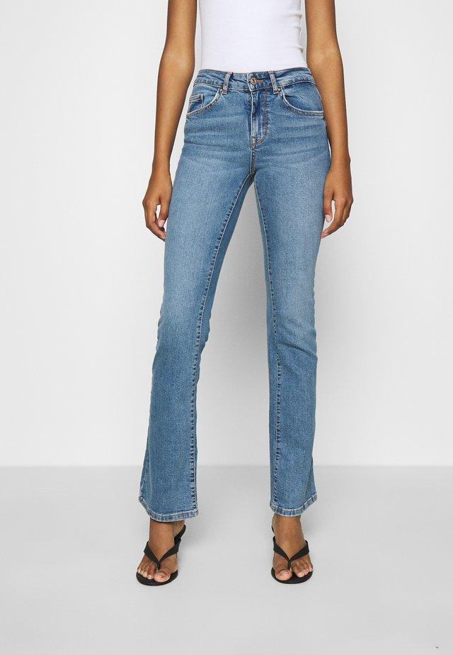 ONLHUSH LIFE - Flared Jeans - medium blue denim