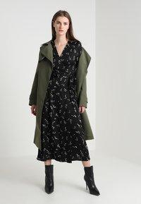 IVY & OAK - PRINTED WRAP  - Maxi dress - black - 1