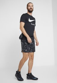 Nike Performance - DRY RUN  - Print T-shirt - black/white - 1