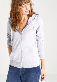 Zalando Essentials - Zip-up hoodie - light grey - 0
