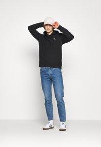 Calvin Klein Jeans - ESSENTIAL REGULAR HOODIE - Felpa - black - 1