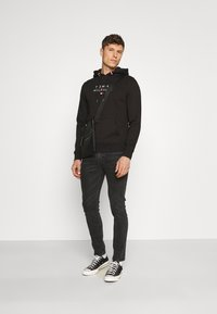 Tommy Hilfiger - STACKED FLAG HOODY - Mikina - black - 1