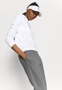 Lacoste Sport - WOMEN TENNIS TROUSERS - Tracksuit bottoms - pitch chine - 3