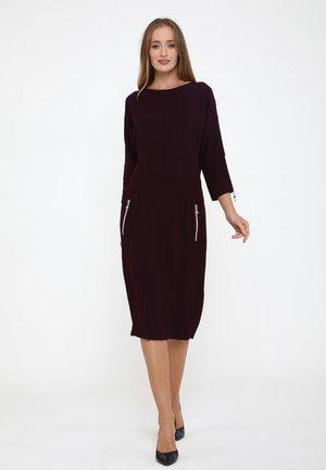 FAUSTINA - Shift dress - pflaume