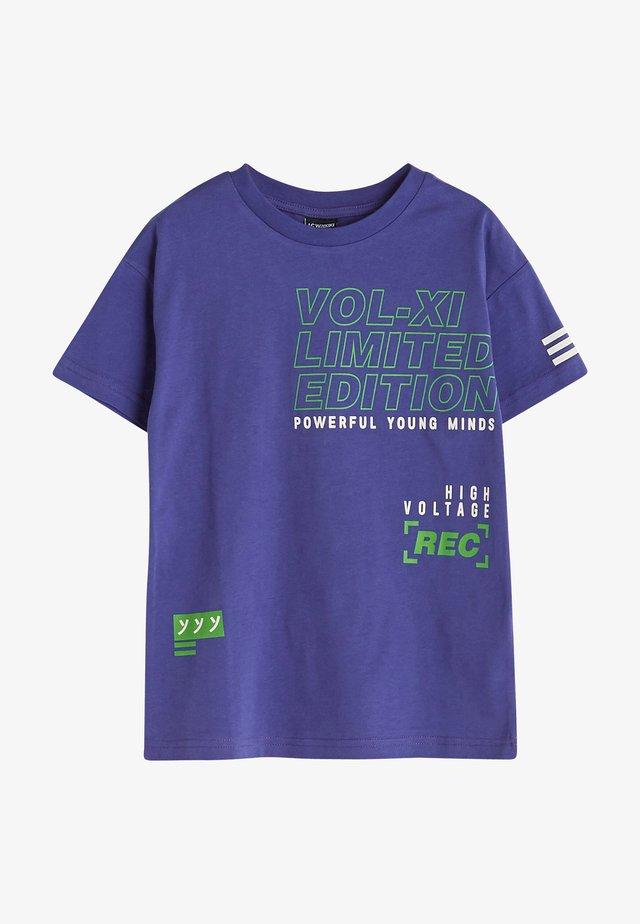 T-shirt print - purple