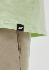 PULL&BEAR - Print T-shirt - green - 5