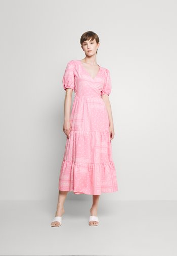 BANDANA DRESS - Vestito lungo - pink