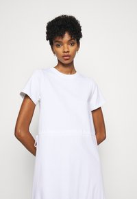See by Chloé - Žerzejové šaty - white powder - 3