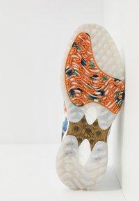adidas Golf - CODECHAOS - Golfové boty - footwear white/gold metallic/tech indigo - 4