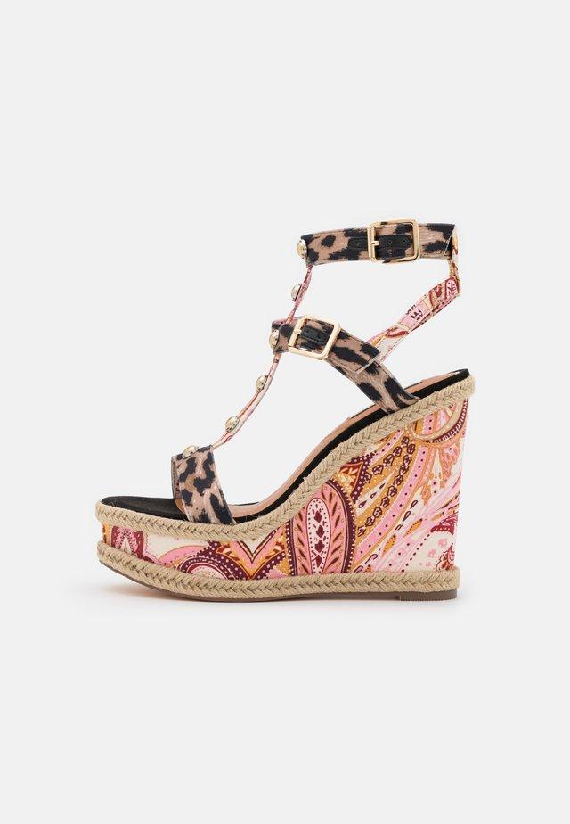 Sandały na platformie - pink/medium