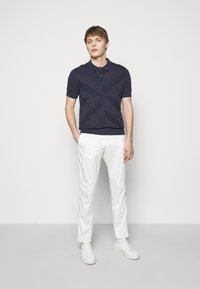 Frescobol Carioca - TAILORED TROUSERS - Kalhoty - off white - 1