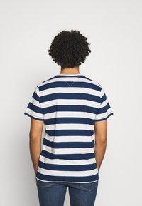 Tommy Jeans - HEATHER STRIPE TEE - Print T-shirt - twilight navy - 2
