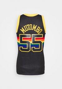 Mitchell & Ness - NBA DENVER NUGGETS RELOAD SWINGMAN DIKEMBE MUTOMBO - Club wear - black - 1