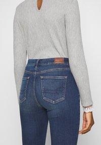 American Eagle - CURVY HI RISE - Slim fit jeans - indigo abyss - 5