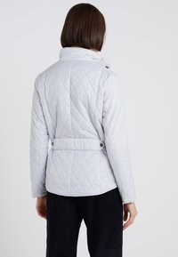 Barbour - FLYWEIGHT CAVALRY QUILT - Light jacket - ice white - 2
