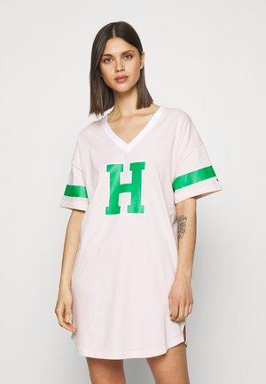 VARSITYSS DRESS VARSITY - Nattskjorte - pale pink