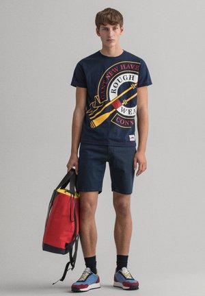 T-shirt med print - marine