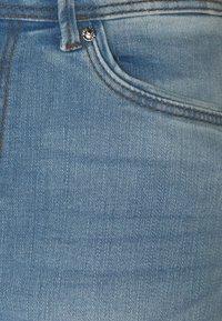 Vero Moda Tall - VMTANYA PIPING - Jeans Skinny Fit - light blue denim - 2