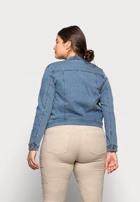 Vero Moda Curve - VMHOT SOYA JACKET - Denim jacket - light blue denim - 2