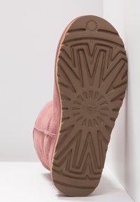 UGG - CLASSIC SHORT - Korte laarzen - pink dawn - 6