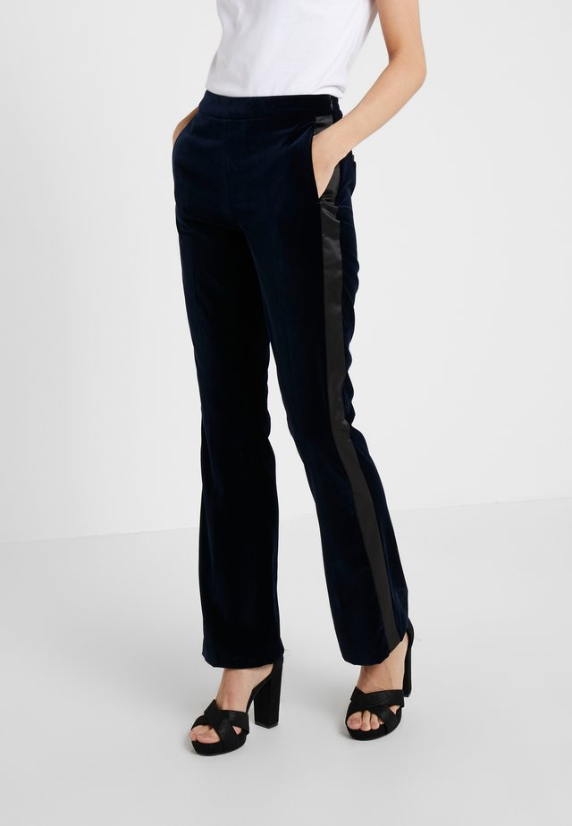 KARL VELVET TAILORED PANTS - Broek - navy