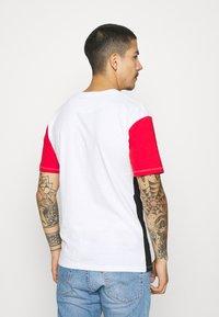 Newport Bay Sailing Club - BLOCK - Print T-shirt - black/red/white - 2