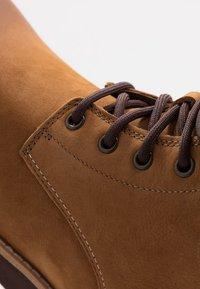 UGG - SETON - Lace-up ankle boots - chestnut - 6