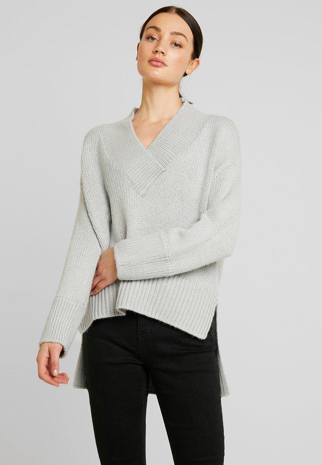 NMDEREK LOOSE V-NECK - Jumper - light grey