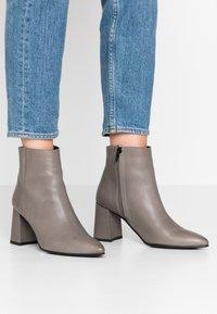 Zign - Kotníková obuv - dark gray - 0