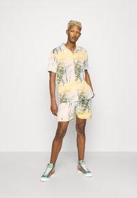 Nominal - SPIRAL TWIN SET - Shorts - multicolor - 0
