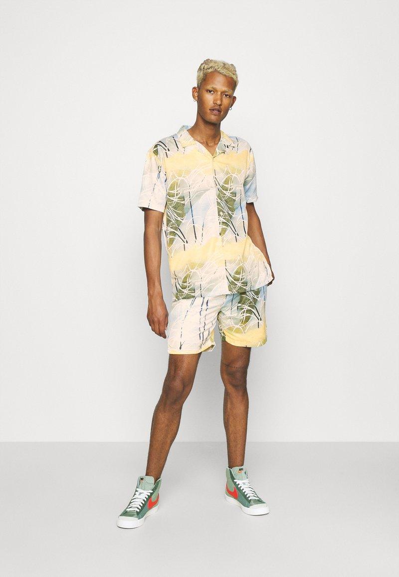 Nominal - SPIRAL TWIN SET - Shorts - multicolor