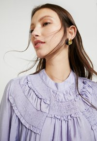 Lost Ink - SHIRRED DETAIL FRONT BLOUSE - Blus - purple - 4